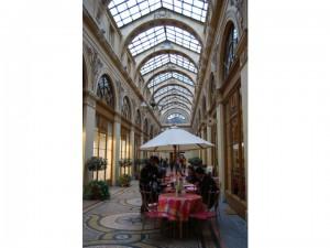 ガレリアと呼ばれるガラスのアーケード。何百年も大事にされた場所で午後のお茶。