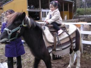 女の子のうれしそうな顔! これならきっと武蔵野の子供たちも喜んでくれる。